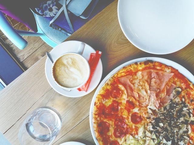Il bon ton a tavola ecco la top ten delle regole pi bizzarre per mangiare nel mondo - Bon ton a tavola regole ...